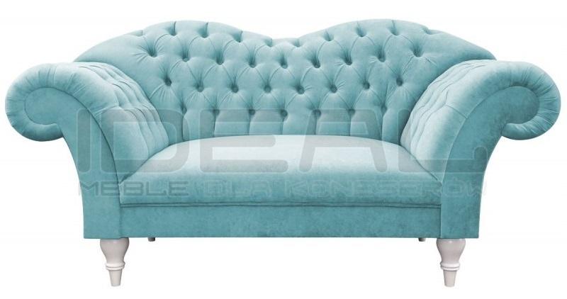 Chesterfield Sofa Madame na wysokich białych nogach w błękitnym pluszu